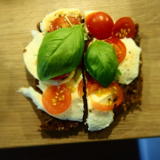 Tomate-Mozzarella-Brot