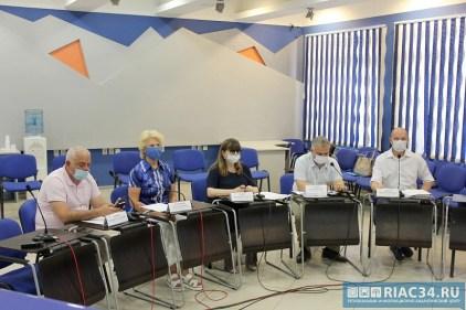 В Волгограде презентовали доклад Независимого общественного мониторинга о природе фейков и обсудили вопросы охраны здоровья участников общероссийского голосования