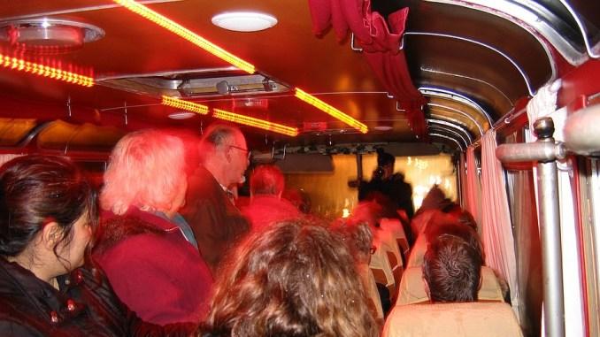 Lindener im Bus auf dem Weg zur Ausstellung 50 Jahre Migration
