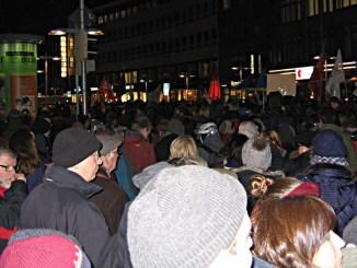 Menschenmassen in Hannover demonstrieren gegen #hagida und #pegida