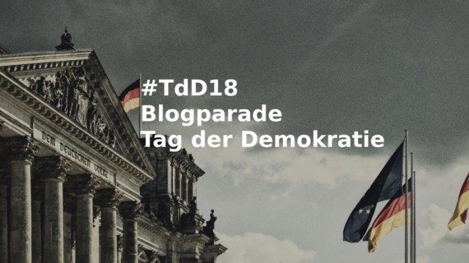 Blogparade Reichstag Berlin, Fassade, Dem Deutschen Volke, davor Deutschland- und Europafahnen
