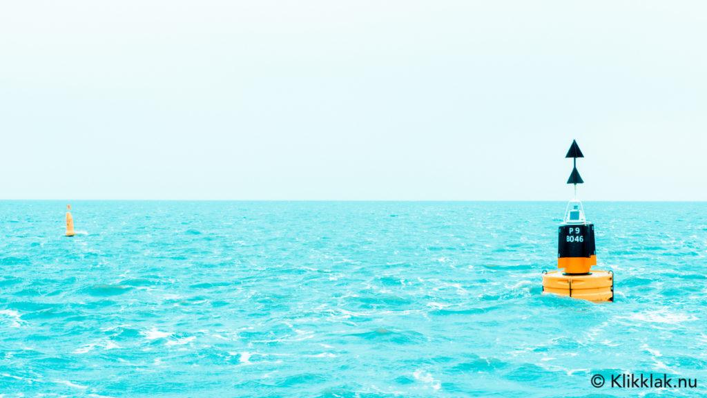Boei op zee