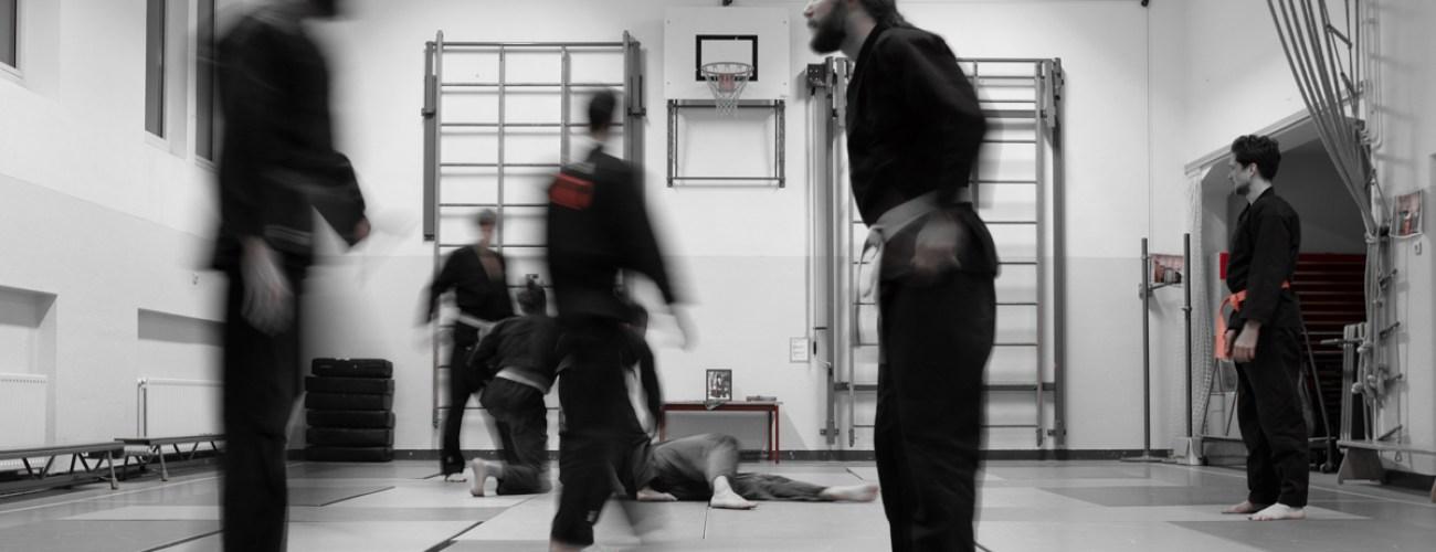 Fotografie in dojo Utrecht, Japanse krijgskunst, beweging, sportschool, opdrukken, Japanse meester