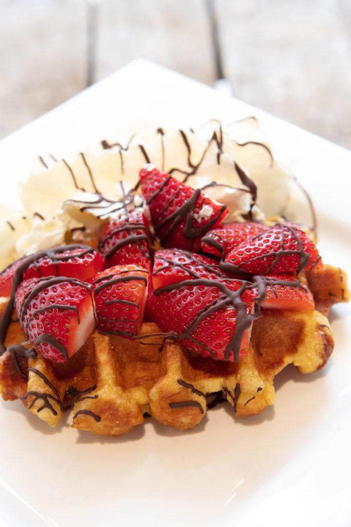 Zomersewafel met heerlijke aardbeien verkrijgbaar bij vestigingen van Quetzal.nl