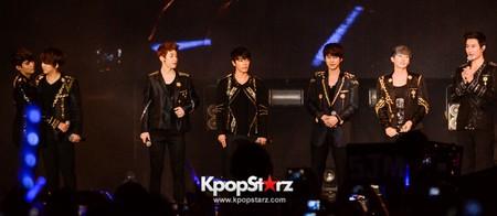 Hadir tanpa Choi Siwon yang sibuk berakting, Zhoumi sepertinya menjadi juru bicara Super Junior M