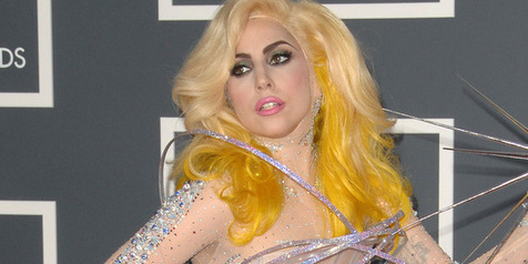 Lady GaGa Tampil Topless di Video Klip Terbaru!