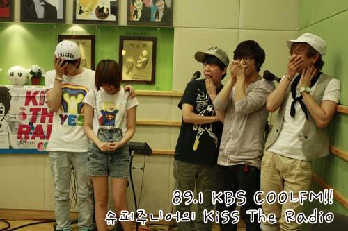 Eunhyuk dan IU ketika menghadiri sebuah acara bersama Super Junior ©omyleejieun.tumblr.com