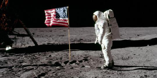 Ketika penjelajahan manusia ke Bulan diragukan