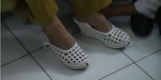 Ini bentuk sepatu antikekerasan seks karya anak SMP 1 Bogor