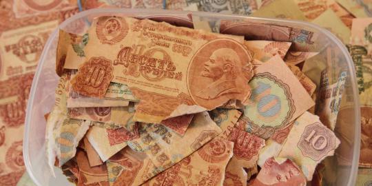 Lima kerajinan tangan dari uang lusuh