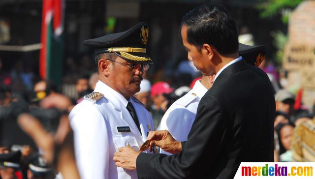 Jokowi resmi melantik HR Krisdianto, sebagai wali kota dan Husein Murad sebagai wakil wali kota Jakarta Timur.