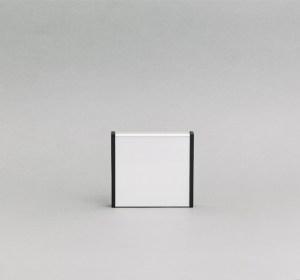 125x125mm vienpusė lentelė numeriui su juodais antgaliais