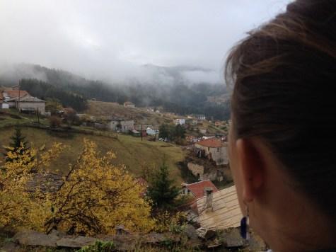 Kalnų kaimuose gali pasijusti lyg vaikščiotum debesyse.