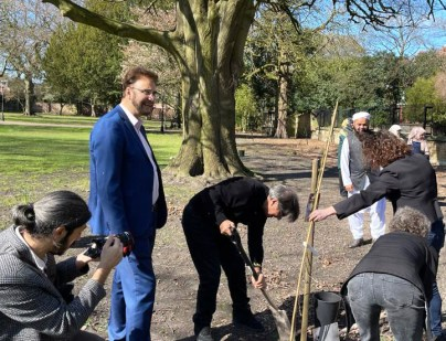 Afzal Khan MP in tree plantation ceremony in memory of Covid-19 victims (2)