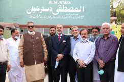 Lord Nazir warmly welcomed during his visit to Almustafa eye hospital