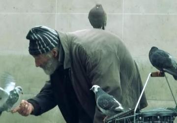 Slovák natočil krátky dokument o obdivuhodnom parížskom bezdomovcovi. Jeho životný príbeh vás dojme