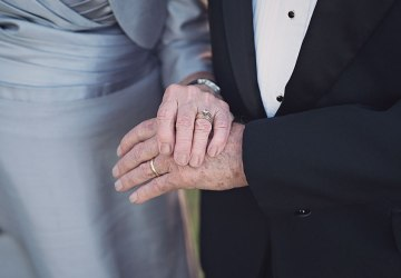 Netradičný darček na 70. výročie svadby. Vnučka zaobstarala starým rodičom po prvýkrát v živote svadobné fotenie
