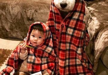 Malé japonské dievčatko a jej obrí zvierací kamarát vám zaručene zlepšia deň. Pozrite sa na ich roztomilé spoločné zábery