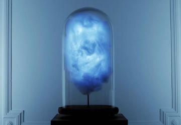 Video: Umelec vytvoril lampu, ktorá vytvára búrku vždy, keď Donald Trump pridá príspevok na Twitteri. Prečo?