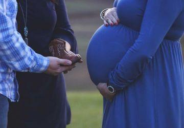 Matka sa rozhodla vynosiť dieťa svojmu synovu. Ich nádherný príbeh vás dojme k slzám
