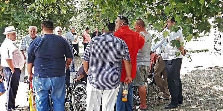 V Piešťanoch sa zhromažďujú Rómovia zo Slovenska i sveta. Prilákal ich sem záhadný liečiteľ