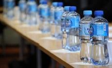 Zálohované PET fľaše na Slovensku? V budúcnosti zrejme budú vratné rovnako ako sklenené