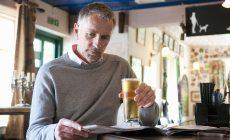 Ani abstinenti nie sú úplne za vodou, je u nich zvýšené riziko demencie. Dokazuje to štúdia z Londýna