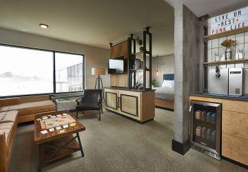 """Pivkári, zbystrite pozornosť: Pivovarníci otvárajú v USA prvý """"pivný hotel"""" so zabudovanými pivnými kohútikmi v každej izbe"""