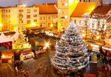 Vianočné trhy na Slovensku. Porovnali sme ceny medoviny, klobásky i cigánskej