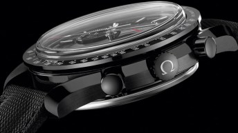 Reloj en color negro con detalles en plateado