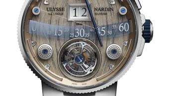 Caratula del reloj Ulysse Nardin en color plateada con detalles en beige