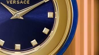Caratula del reloj Versace en color azul con detalles dorados