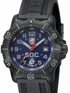Reloj Luminox en color negro con el dial en color azul marino y detalles en color gris