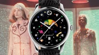 Reloj Gucci con correas negras, caja en color plateada y dial negro con corazones y estrellas