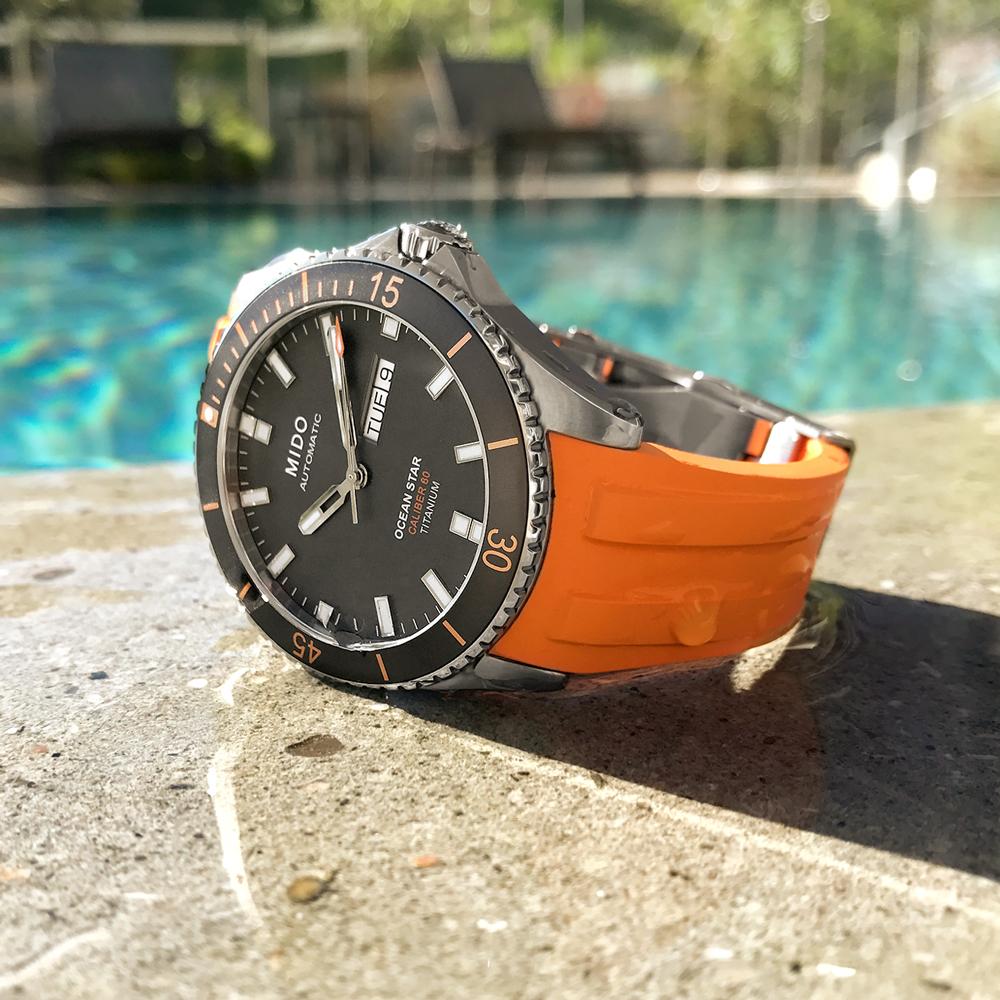 Reloj Ocean Star Caliber con correas en color naranja y caratula plateada