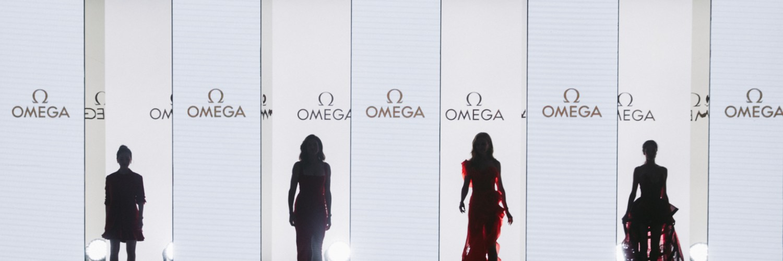 4 modelos en evento de OMEGA con fondo blanco en Constellation Manhattan