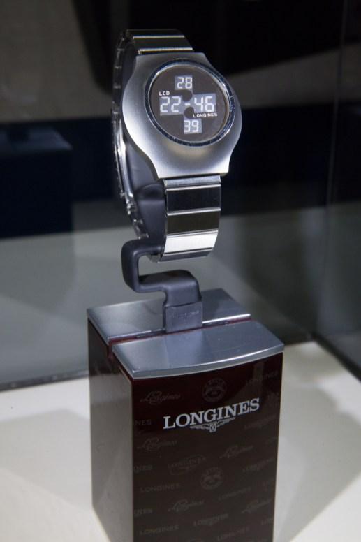 """Reloj Longines moderno en mostrador en el estreno de """""""