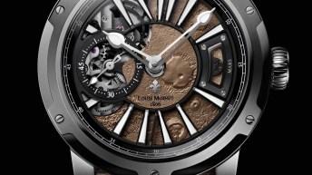 Reloj de la colección Mars con detalles en color plateado con correas en color café de piel y un pequeño fragmento de Marte