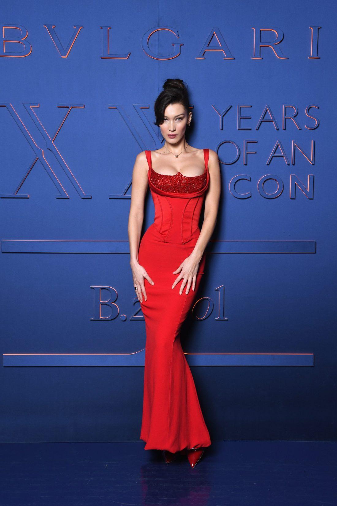 Bella Hadid en el evento de aniversario de B.ZERO1 de Bvlgari con un vestido rojo