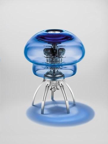 Reloj medusa en color azul con detalles en color plateado