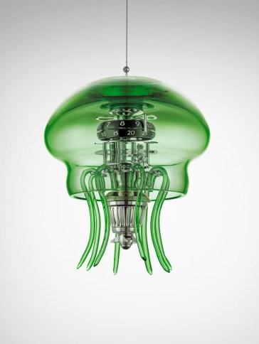 Reloj medusa en color verde colgando del techo