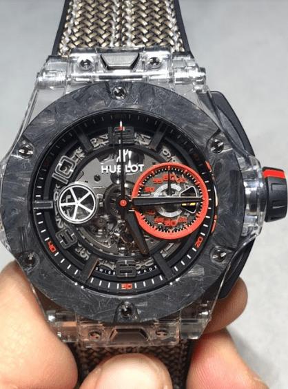 Reloj Big Bang en color gris con detalles transparentes y rojos con correas tejidas