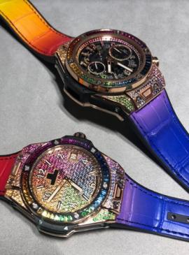 Relojes con diversos colores y detalles en bronce y plata