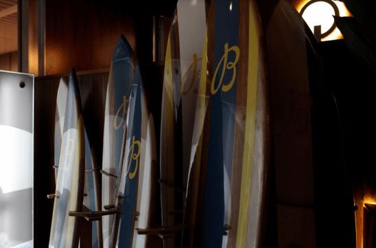 Tablas de surf con diferentes colores