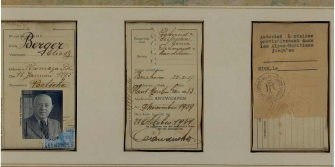Diplomas antiguos con la fotografia de un integrante Berger con traje