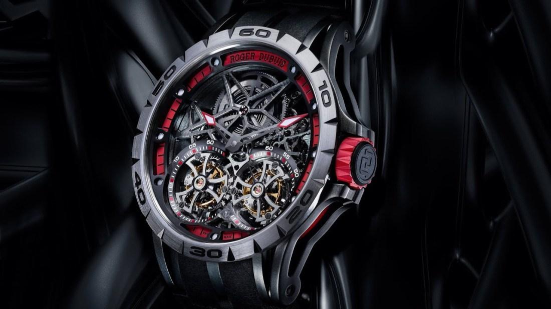 Reloj en color negro con detalles en color gris con rojo