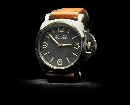Reloj Luminor con correas cafes y caratula plateada con negro