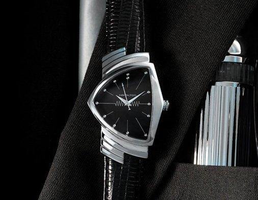 Reloj Hamilton con correas negras y caratula en color plateado