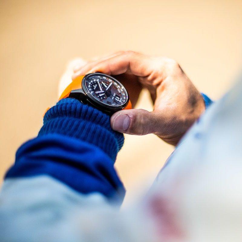 Brazo de Julius Tannert con el reloj Chronorally