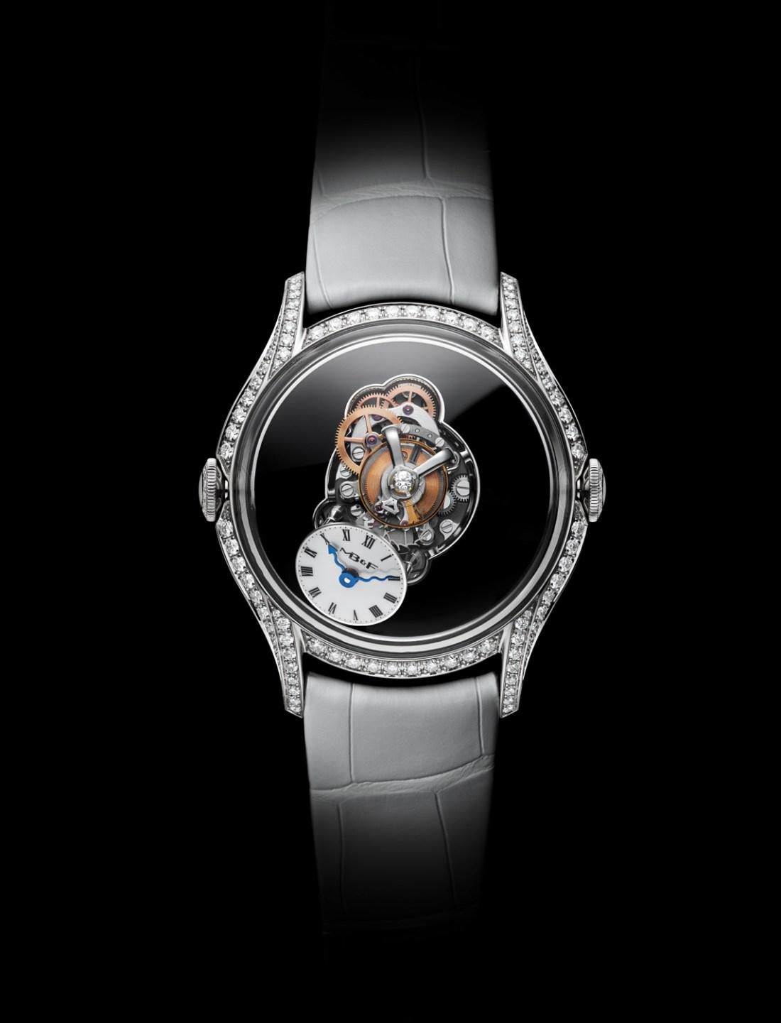 Reloj con correas plateadas y caratula con pequeños diamantes